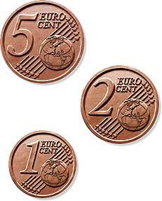 Per protesta paga la multa di 5000 euro in monetine da 1 centesimo