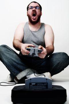 Ruba una Xbox e subito dopo si collega online: arrestato